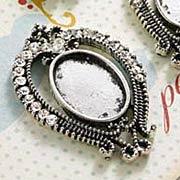 Jeweled Oval Pendant Frame