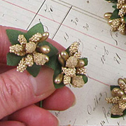 Fancy Gold Holly Berries Mix**