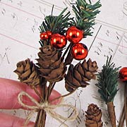 Botanica Holiday Pine Cone Picks